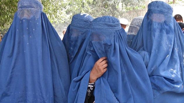 """""""Mutilar la nariz, los labios y las orejas"""": La brutalidad contra las mujeres afganas rompe récords"""