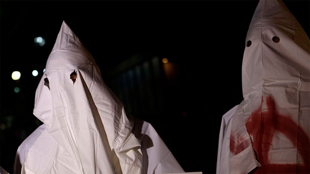 La recaudación de fondos para 'el asesino de Ferguson' divide al Ku Klux Klan