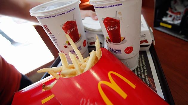 EE.UU.: Demandan a McDonald's por no dejar comer a sus empleados