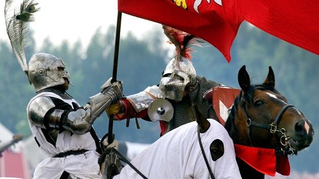 Caballeros rusos rememoran los torneos medievales en Kaliningrado