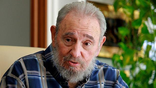 Castro se quita el sombrero ante desfile ruso