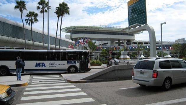 Evacuan aeropuerto de Miami por un paquete sospechoso