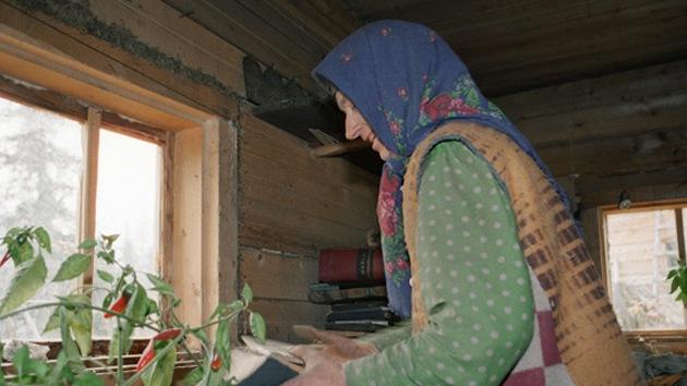 Ermitaña rusa que lleva casi 30 años viviendo sola en Siberia busca asistente