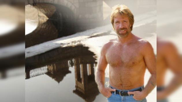 Chuck Norris es tan poderoso que podría ser un puente en Eslovaquia