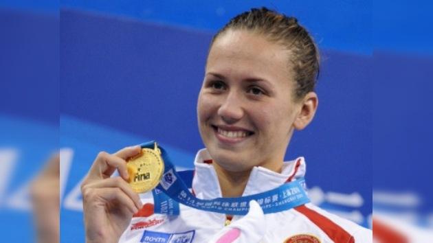 Anastasía Zúyeva conquista el oro mundial en los 50 metros espalda