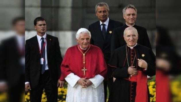 El Papa Benedicto XVI llega a Madrid bajo la sombra del descontento laico