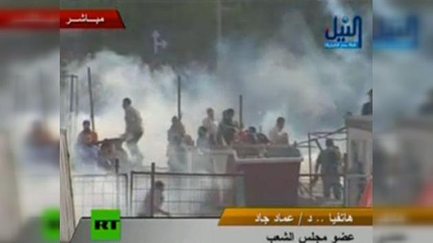 La Policía dispersa con agua a los manifestantes en El Cairo