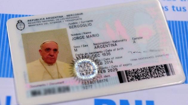 """""""El papa Francisco pidió no gozar de ningún privilegio a la hora de renovar el pasaporte"""""""