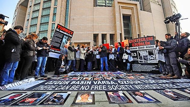 Turquía reprime la libertad de prensa: récord mundial de periodistas encarcelados