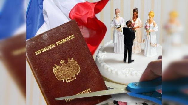 La poligamia y la circuncisión femenina son causa de negar la ciudadanía