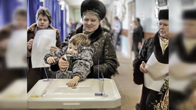 Rusia alcanza el punto medio de la jornada electoral