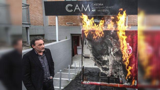 Queman obras de arte en Italia en protesta por los recortes en cultura