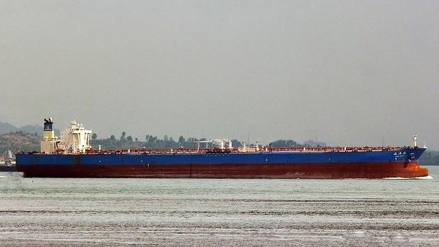 Un superpetrolero chino carga crudo iraní por primera vez tras el embargo europeo