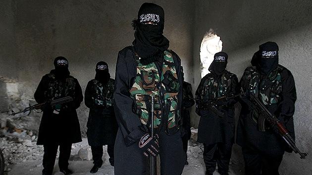 Video: Periodista kurdo reta a los milicianos del Estado Islámico y les tiende su micrófono