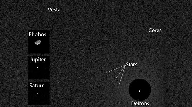 La NASA muestra por primera vez la imagen de dos asteroides 'cazados' desde Marte