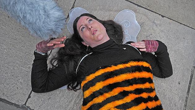 Colorida protesta en Londres: Las abejas también quieren vivir