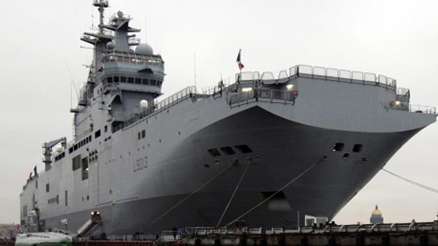 Botan el primer buque de asalto anfibio ruso de clase Mistral en la costa francesa
