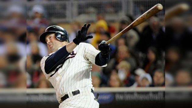 El béisbol se le sube a la cabeza: 'celebra' su 69 cumpleaños descalabrada por un pelotazo