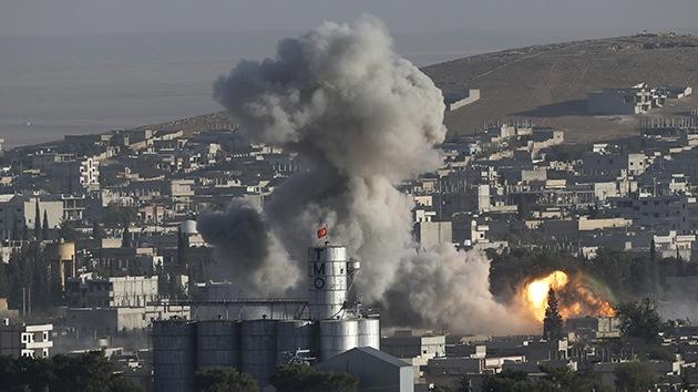 Video: Fuertes imágenes de cómo dejan Kobani los bombardeos de EE.UU.