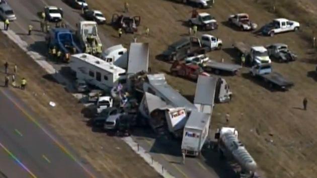 Video: Al menos dos muertos y más de cien heridos en un choque masivo en Texas