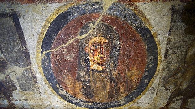 El Vaticano exhibe frescos en una catacumba y se abre el debate de las sacerdotisas