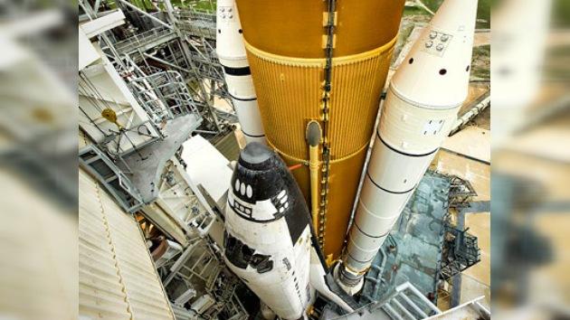 El transbordador estadounidense Atlantis se prepara para su última misión