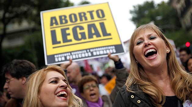 Fotos: Miles de mujeres celebran la retirada de la ley del aborto en España