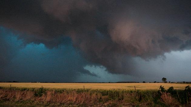Video, fotos: Dos fuertes tornados causan víctimas y destrozos en EE.UU. a su paso por Nebraska