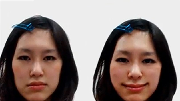 Video, Fotos: Espejo 'sonriente', nuevo capricho de los japoneses