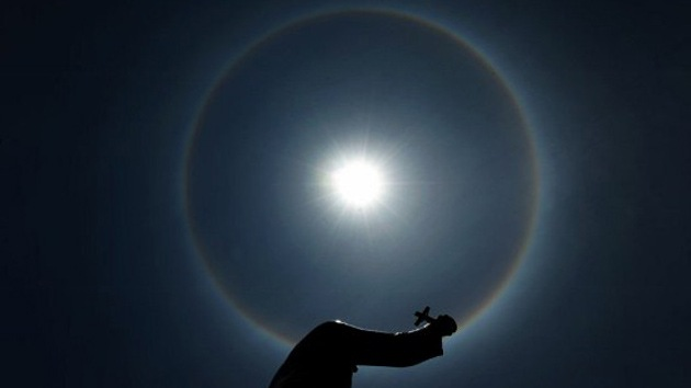 Video: un halo solar multicolor asombra a los salvadoreños