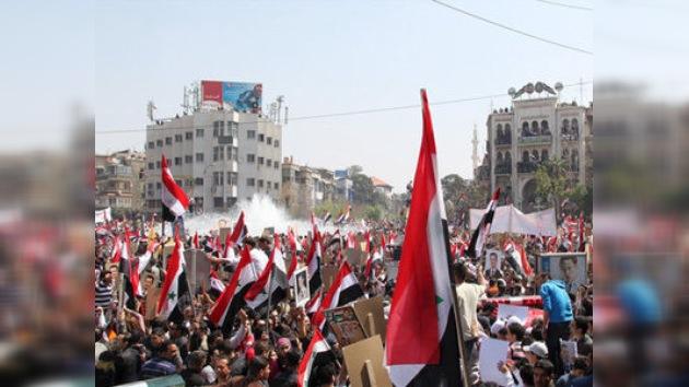 Militares con tanques toman las calles de las ciudades sirias