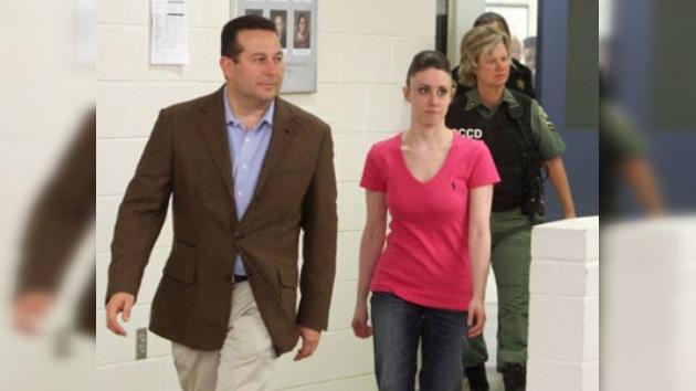Casey Anthony, declarada inocente de la muerte de su hija, parte en dirección desconocida
