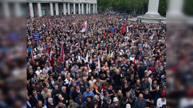 La oposición georgiana sigue en las calles exigiendo la dimisión de Saakashvili