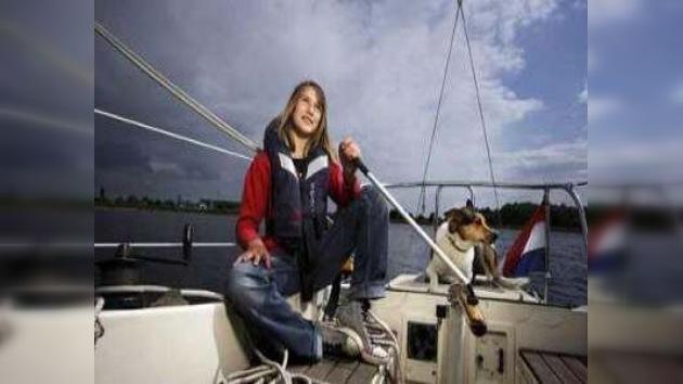Encuentran en el Caribe a la navegante adolescente Laura Dekker