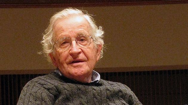 """Noam Chomsky: El auge del Estado Islámico se debe al """"martilleo"""" de EE.UU. en Irak"""