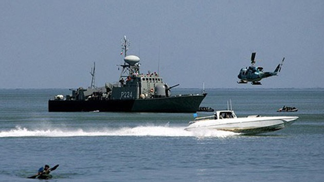 Buques de guerra iraníes entran en un puerto ruso
