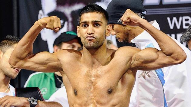 El ex campeón de boxeo Amir Khan 'noquea' a los ladrones que intentaron robarle el auto