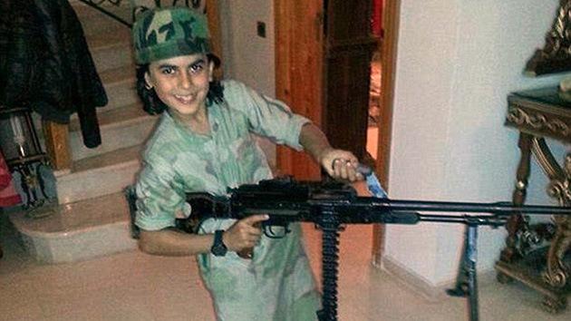 'El mártir más joven': el EI alardea de un niño miliciano muerto en combate en Siria
