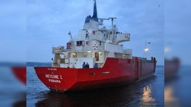 Un barco frigorífico con tripulación rusa, escorado en el Mar del Norte