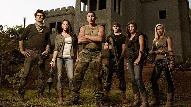 """Una familia de EE.UU. construye un castillo para sobrevivir al """"Apocalipsis"""""""