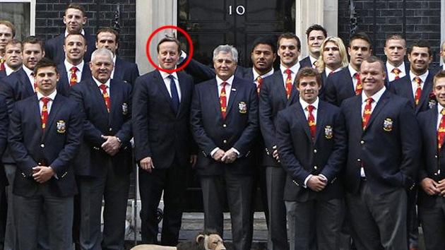 Un jugador de Rugby británico 'pone los cuernos' a David Cameron