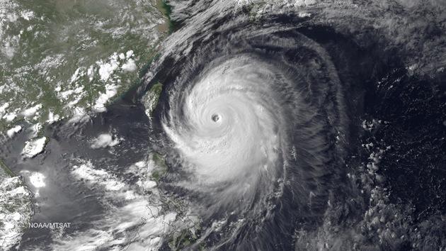 El supertifón Neoguri llega a Japón amenazando dos centrales nucleares
