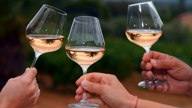 ¿Convertir el agua en vino? Crean dispositivo para hacer realidad el milagro bíblico