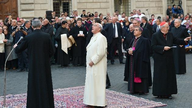El papa Francisco pide en la Roma del lujo que no se ignore el grito de los pobres