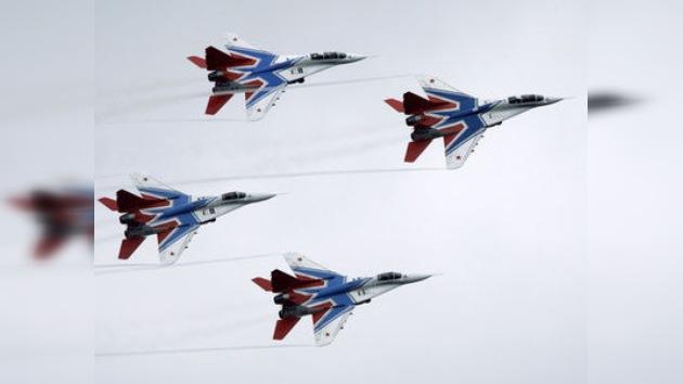 El famoso grupo de vuelos acrobáticos ruso Strizhí cumple 20 años