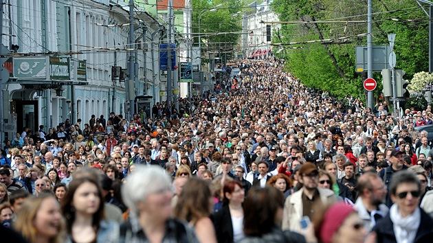 La oposición rusa da un paso al frente con un 'paseo' por Moscú