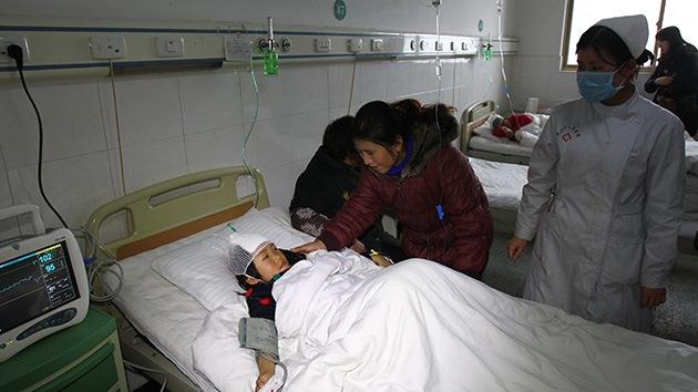"""Un hombre hiere con cuchillo a 22 niños en China por temor al """"fin del mundo"""""""