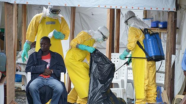 """El ébola se propaga por Sierra Leona y Liberia """"como un incendio fuera de control"""""""
