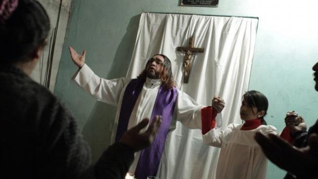 El Vaticano, inquietado por un sacerdote rockero mexicano