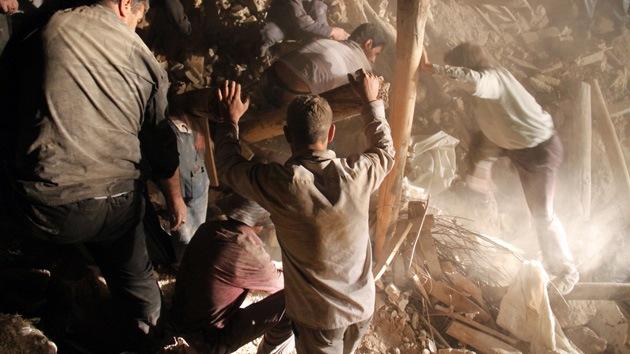 Fotos Irán: Gran número de personas están atrapadas bajo escombros tras el terremoto